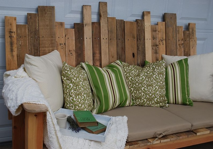 outdoor bench made from palletsPallets Sofas, Pallets Wood, Outdoor Sofas, Pallets Benches, Pallets Furniture, Wood Pallets, Front Porches, Pallets Projects, Pallet Wood