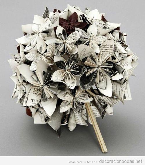 Ramo de flores de papel de revistas en blanco y negro   Decoración bodas   Decoración de bodas originales