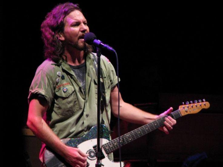 De concerten van Eddie Vedder in AFAS live zijn uitverkocht! De singer-songwriter staat op maandag 29 en dinsdag 30 mei in Amsterdam.