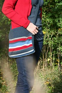 Striped Messenger Bag - eye-catching and functional. Ravelry download