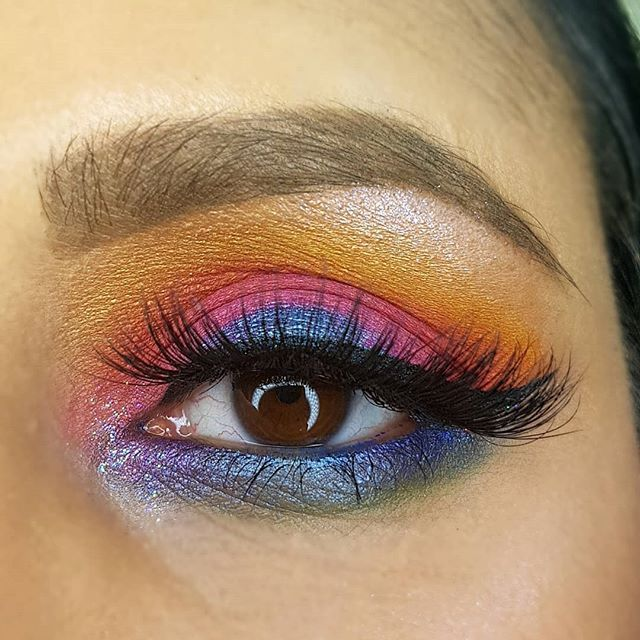 Created this look using the Huda Electric Obsessives palette! (scheduled via http://www.tailwindapp.com?utm_source=pinterest&utm_medium=twpin)