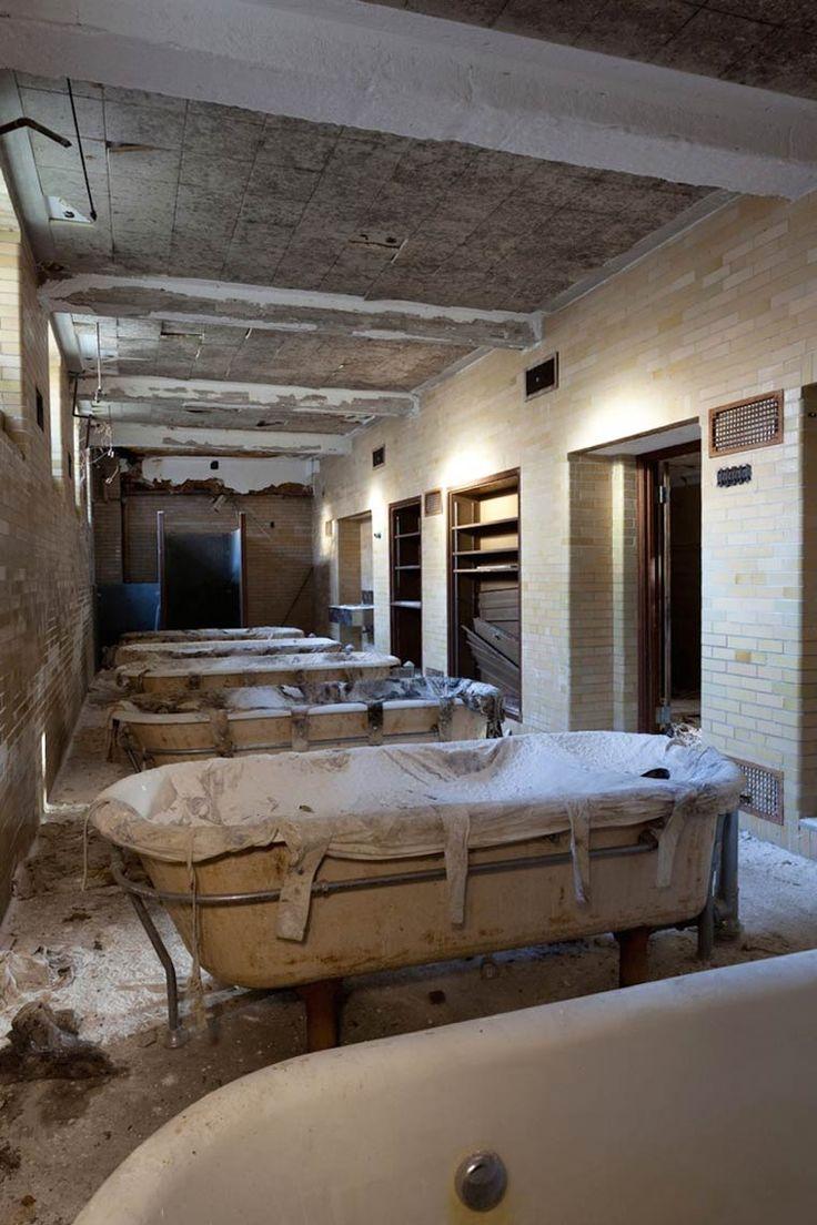 """Avec sa série """"American Asylums"""", le photographe Jeremy Harris documente les hôpitaux psychiatriques abandonnés à travers les Etats-Unis, explorant avec de"""