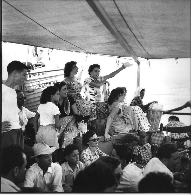 Στο κατάστρωμα του ΔΕΣΟΙΝΑ για κυκλάδες 1955 Robert McCabe