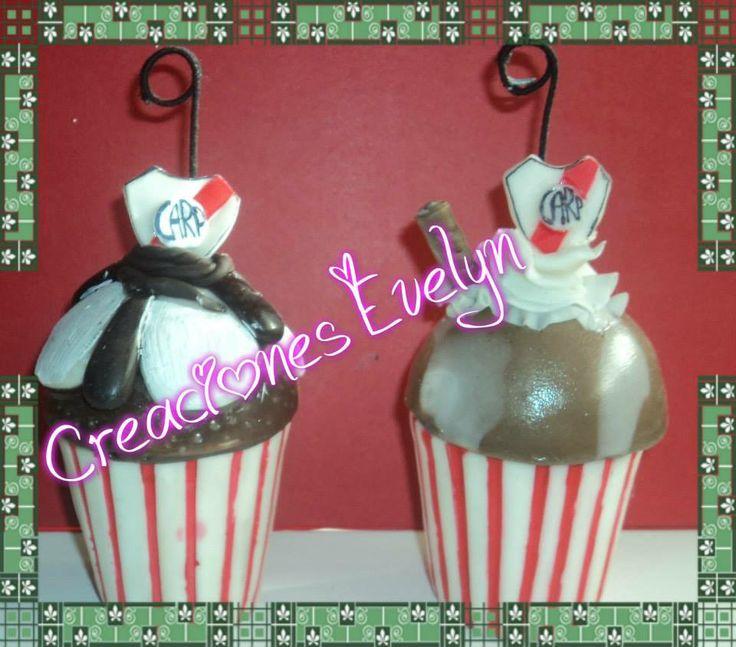 cupckakes de porcelana fría rellenos con chocolates o caramelos (a elección)regalo ideal para el dia del padre deseales un dulce dia,y dejales un lindo presente
