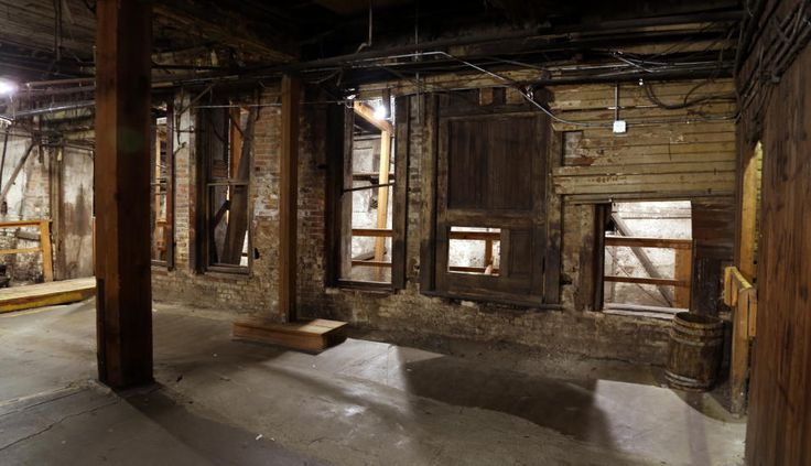 BEVART: Dette er fasaden og inngangspartiet til et av de gamle husene i Seattle. Etter bybrannen ble det bygd en ny by oppå ruinene, mens restene er blitt liggende bevart i undergrunnen. Foto: EIVIND PEDERSEN