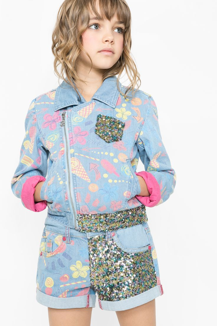 Keep your little one sparkling and looking cool with this ice-cream print jacket! It's cute, easy-care and a good all-rounder!