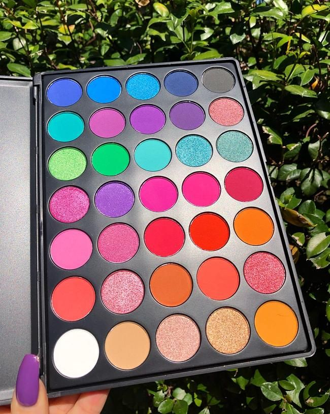 Palettes Peachy Queen www.peachyqueen makeup eyeshadow