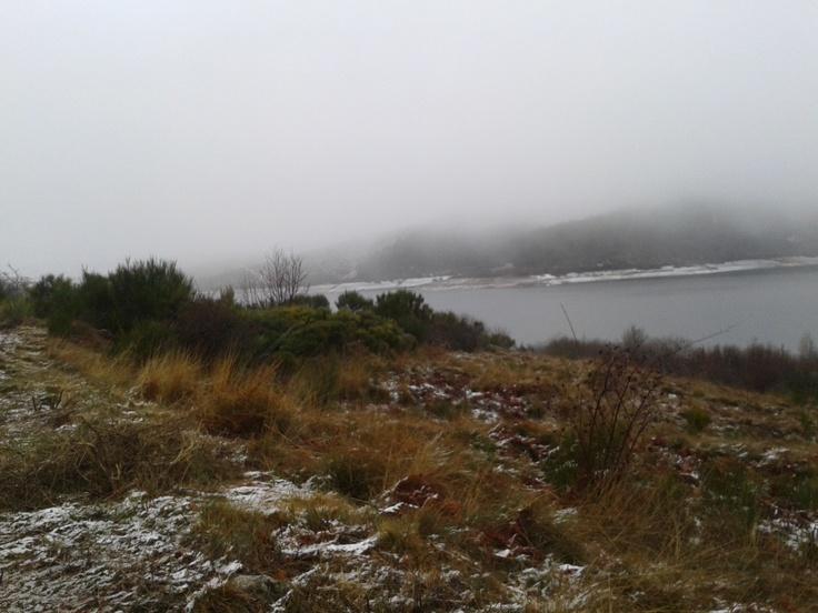 Paisaje invernal en el pantano de Candelario (Sierra de Béjar), cerquita de La Garganta (Valle del Ambroz)