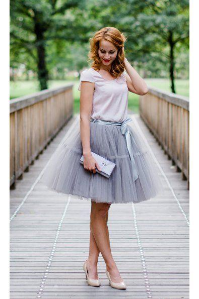 TUTU sukně s volánem - šedá tyl spodní neprůhledná vrstva ze saténu 3 vrstvy pevnějšího tylu pro požadovaný objem vrchní 2 vrstvy z jemného tylu příjemného na dotek www.miabella.cz/