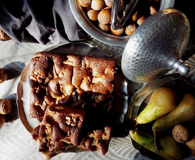 Quinoa Raz!: Puszyste bezglutenowe ciasto z orzechami, gruszkami i jabłkami