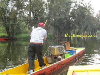 Xochimilco, México - Comida Típica en bote   BayEssence.com Andar en Bote / Parte 1