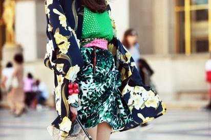 Ultimate epic pattern clash.Fashion, Bold Prints, Street Style, Pattern Mixed, Mixed Matching, Mixed Prints, Mixmatched, Mixed Pattern, Floral Dresses