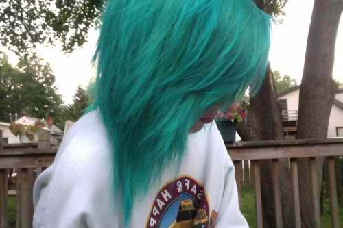 I can't wait till I can dye my hair this color this summer. <3