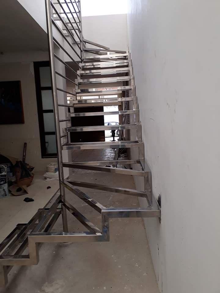 Escaleras Flotantes De Acero
