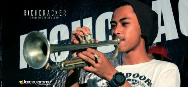 sound check at launching mini-album Richcracker 2013