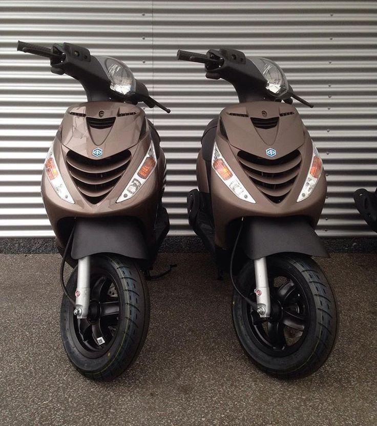 Piaggio Zip SP customs #piaggiozip#piaggio#zip#sp#zipsp#custom#customized#zipsp4t#special#specialpaint#matt#glossy#colours#kleuren#voorraad#nieuw#gebruikt#scooters#vespa#gilera#kymco#collections2wielers#follow#us#vespadealer#piaggiodealer#