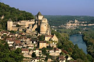 One of the perched villages with its chateau overlooking the Dordogne river