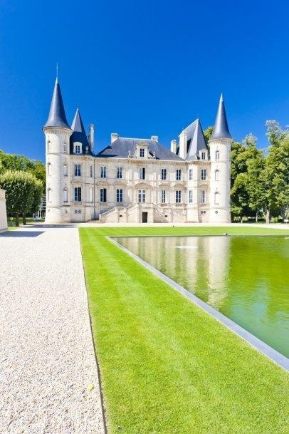 The Château Pichon Longueville.  It probably takes an army of people to keep it in that immaculate condition  #Frenchcastles #Burgundy