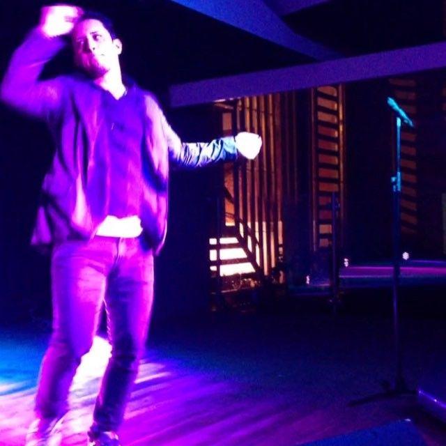 Stand Up Comedy de @elalexgoncalves en  @tarimagastrobar con #Bares2016 de la mano de @tapiramaproducciones  #Comparte  #standupcomedy #comedy #standup #comedia #tagsforlike #instagood #instalike #alexgoncalves #venezuela #paraguana #nuestraciudad #fototime #photo by puntofijoguiatv
