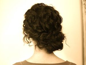 Twisted loose bun for fluffy, natural curls