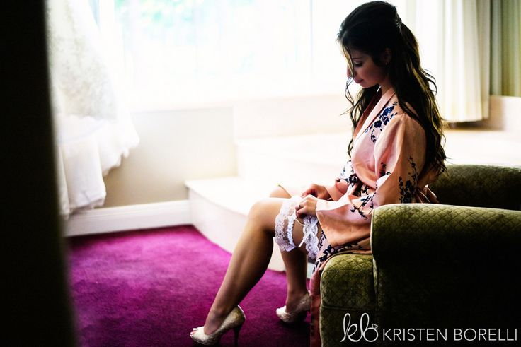 Comox Crown Isle Wedding, bride getting ready, putting her garter on