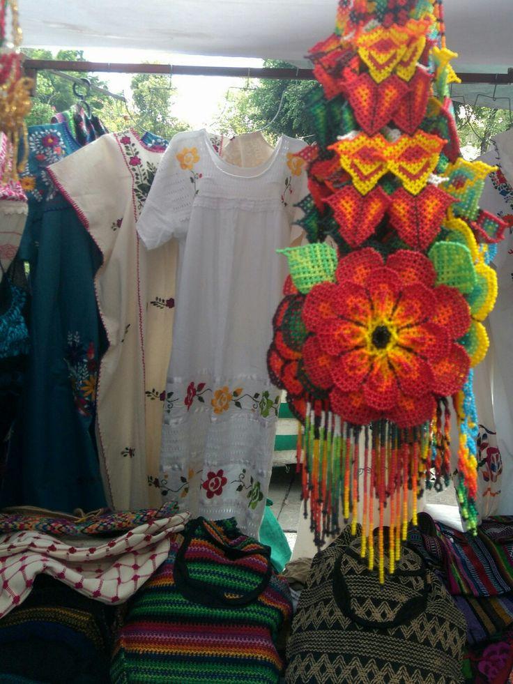 Artesania collar oaxaca muy patecido a la artesania  Huichol.