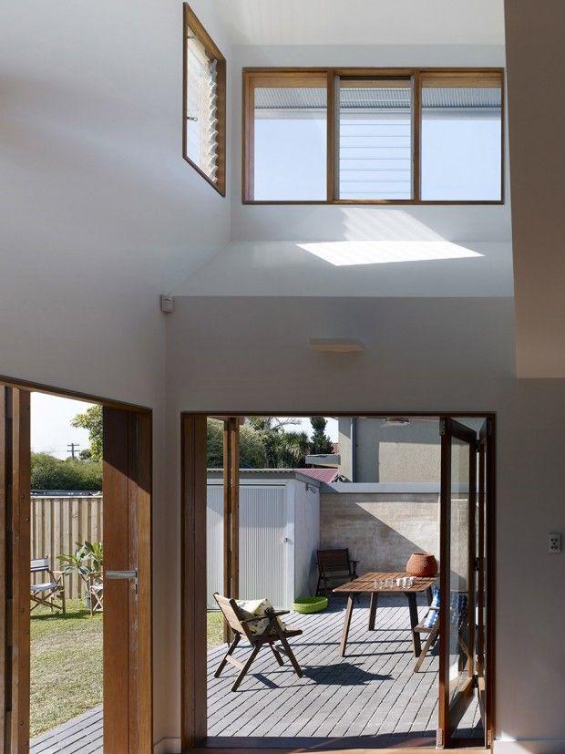 ช่องแสงช่องลมขนาดใหญ่ช่วยให้บ้านสว่าง