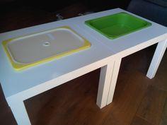 Un petit tour chez Ikéa, une table lack à 6.99€ un bac trofast et son couvercle à 3.50€ et voilà une table de manipulation pour ma classe pour 10.50€. A ce prix là on en fait 2 (voire même 4 mais il faut que je retourne chez le suédois !)