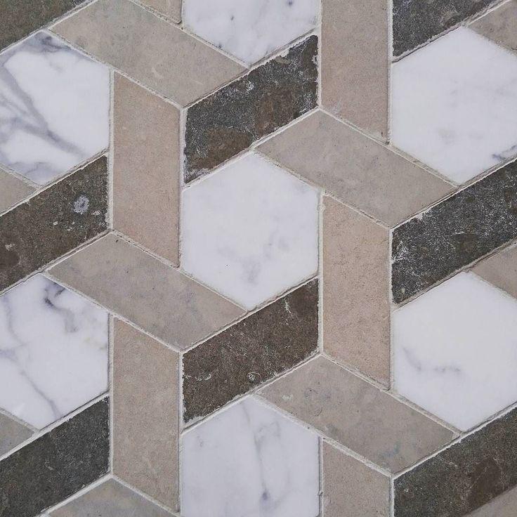 Мраморная мозаика из коллекции Vintage. Классический дизайн в благородных натуральных тонах подойдет для пола или акцентной стены в Вашей ванной комнате by aquariusinteriors http://discoverdmci.com