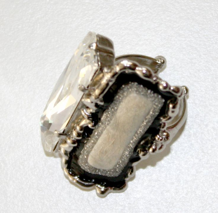 Anello saldato a mano,realizzato con STRASSSWAROVSKI cristallo,metallo nichelfree color acciaio e dipinto a mano con smalti a freddo di LuceeColore su Etsy