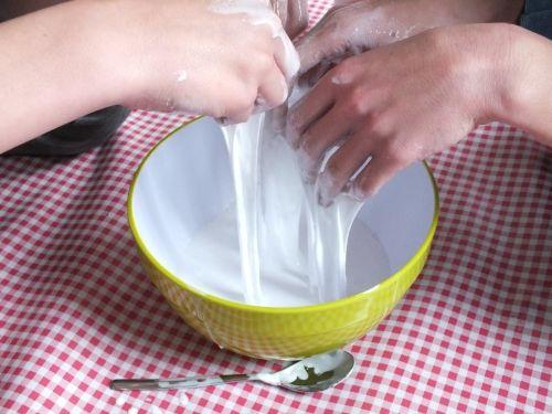 Brouw je eigen Stuitersmurrie: het beste recept om van Borax, lijm en water je eigen stuiterbal of slijm te maken. Geweldig!