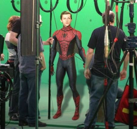 whaaaat is this??? First spidey costume other than the civil war one... GASP it must be from before civil war, and you know what that means...! We've either got some flashbacks or we've got some origin story comin' up! (YES)