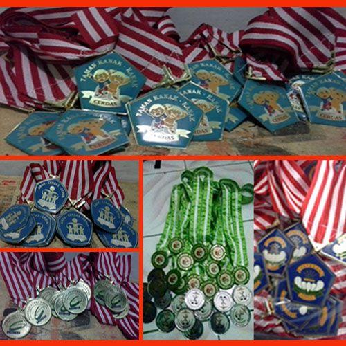 Jual Medali Murah - Pesan Medali Murah,medali murah, jual medali olahraga, buat medali murah,paket wisuda murah, Medali Wisuda, plakat wisuda, vandel wisuda, trophy wisuda, patung wisuda, kado wisuda, medali wisuda,Harga Medali, Harga Medali Lomba, Harga Medali Olahraga, Harga Medali Kuningan, Harga Medali Akrilik, Harga Medali Murah, Medali