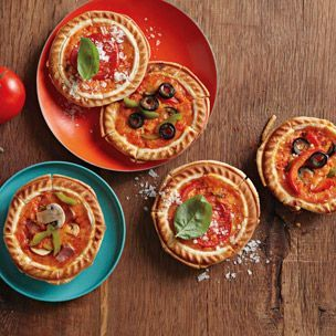 Individual Deep-Dish Pizza via Williams-Sonoma (Great use for my mini pie maker!)