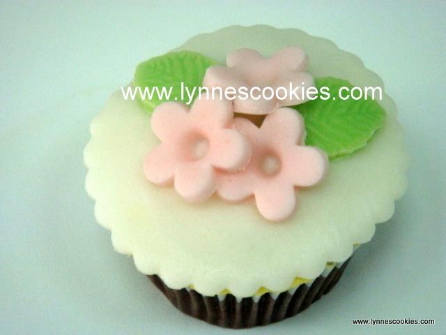 simple flowers cupcake