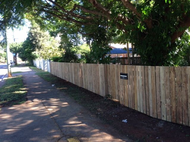 TIMBER FRONT FENCE WITH LETTER BOX