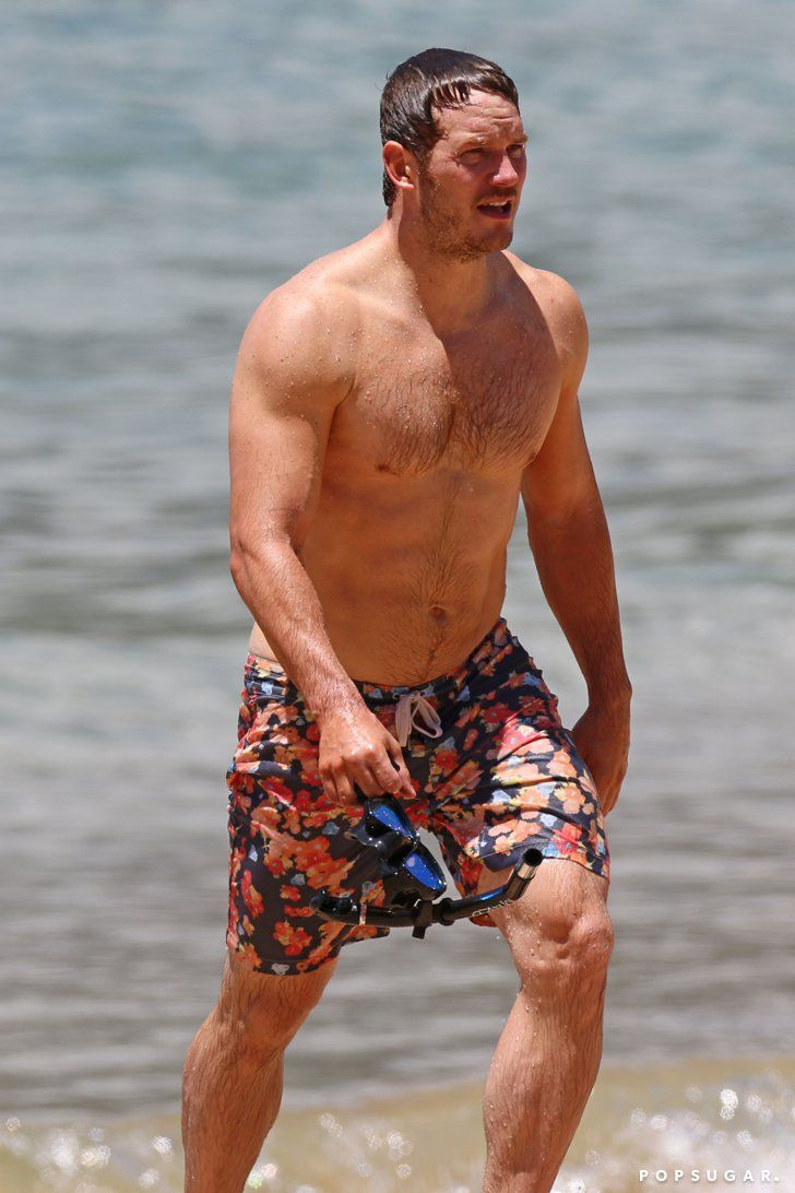 Pin for Later: Shirtless Chris Pratt Is Truly a Gift to Us All  In May 2014, Chris hit the beach in Hawaii with his wife, Anna Faris. Hel-lo.