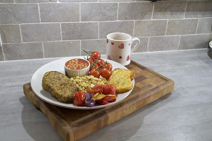 Nothing beats a classic cooked breakfast. Except maybe this vegan shake-up from Gosh! fan Rianne Parnell. This dish has got all of our mouths watering over here at Gosh! HQ, and we couldn't help but share. Here's her simple serving suggestion: Rianne's Cooked Breakfast Baked beans Hash browns Oven roasted veg, inc. tomatoes, red peppers …