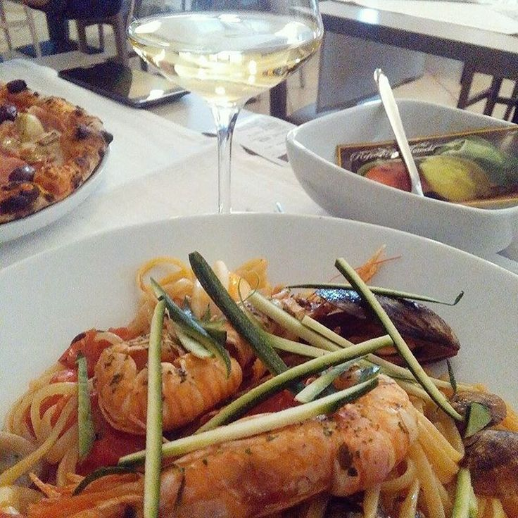 Lovely dinner at the restaurant Ovale on Lake Garda. Spaghetti with seafood and fried squash! // renatevillas.com