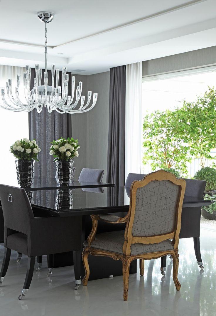 Apartamento com salas de estar jantar e varanda com for Sala de estar fendi