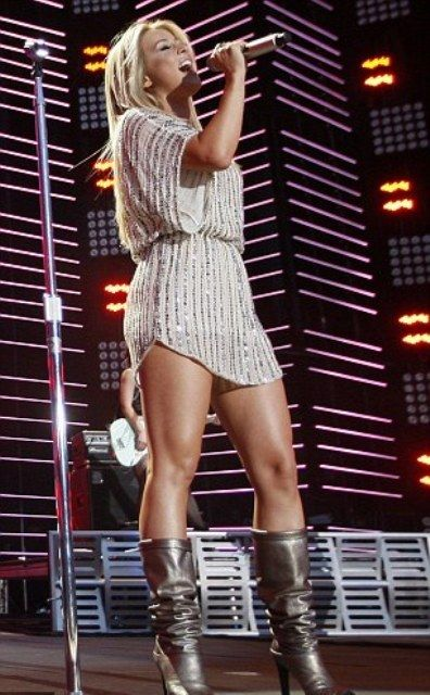 I'd kill to have Carrie Underwood's legs!
