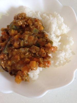 楽天が運営する楽天レシピ。ユーザーさんが投稿した「アレルギー対応幼児食☆ドライカレー」のレシピページです。野菜たっぷり食べてくれます!。ドライカレー。合いびき肉,かぼちゃ,なす,玉ねぎ,人参,ピーマン,カレー粉,米粉,お湯,無添加鶏がらスープの素