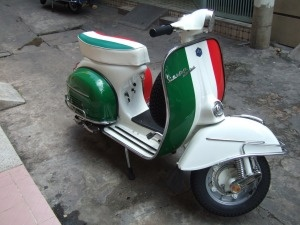 italian flag vespa