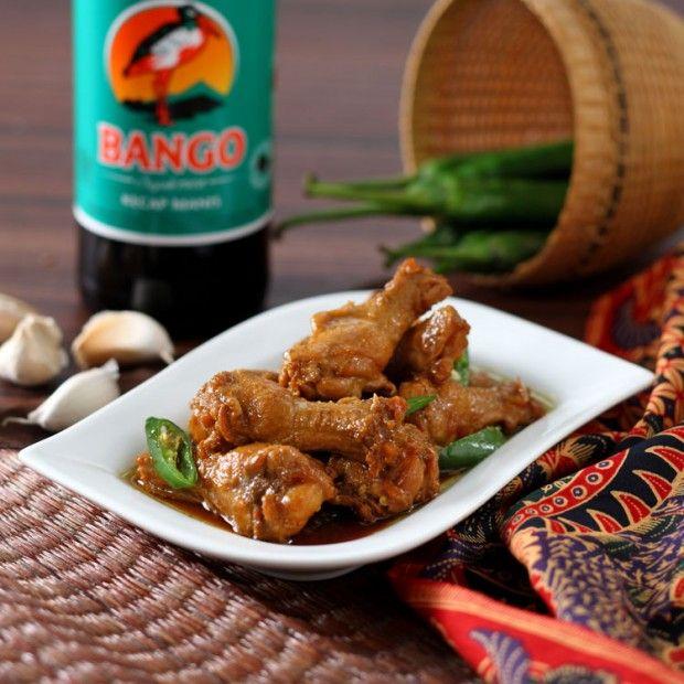 Masak ayam cabai hijau sangatlah mudah, kalau mau meresap, lumuri ayam denganKECAP MANIS BANGOdan simpan dalam wadah tertutup di lemari es semalaman. Yuk dicobaSumber: bango