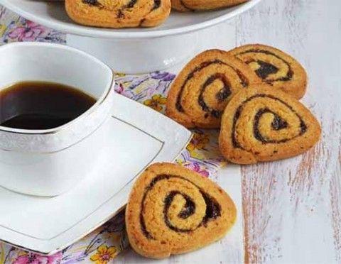 Печенье с прослойкой из чернослива — просто чудесно. Чернослив придаёт не только яркий аромат, но и насыщенный вкус с легкой кислинкой этих сухофруктов. Ингредиенты:  Масло сливочное – 100 г Сахар – …