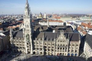 Visit the gate to the Alps  Munich, city of culture and ancient traditions, elegant and trendy. Meet and work with local artists and enjoy tours and cultural events within an international groupe of 4 – 8 people with your personal guide.