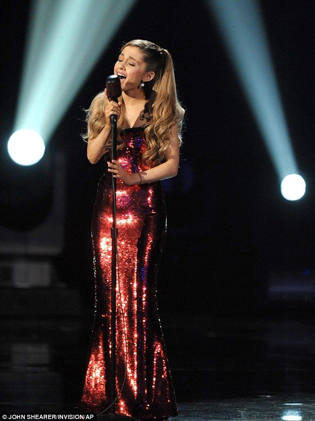 Looks flawless while singing #AMA