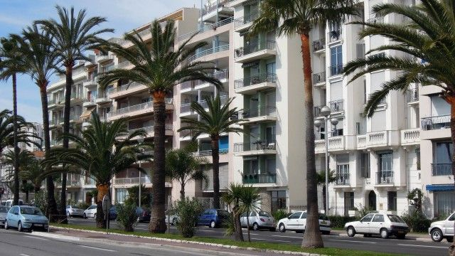 Nice - Promenade des Anglais - Exclusive location, nice atmosphere and neighborhood.  Magnificent sea view, just in front of the beach and near the center. €440,000 #nice #promenadedesanglais