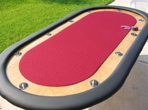 Download free plans to make this gorgeous poker table.  Like, Pin, Share!