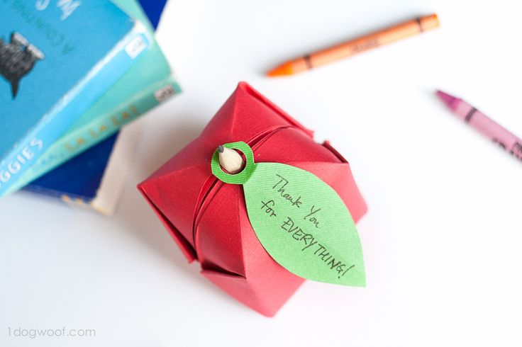 Create a simple and unique back to school party favour, teacher gift or kids craft with this easy step-by-step tutorial for an origami apple.